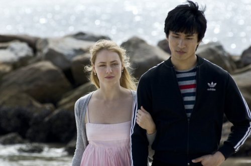 Li Cunxin (Chi Cao) with his girlfriend Liz (Amanda Schull) contemplating his return to Communist China